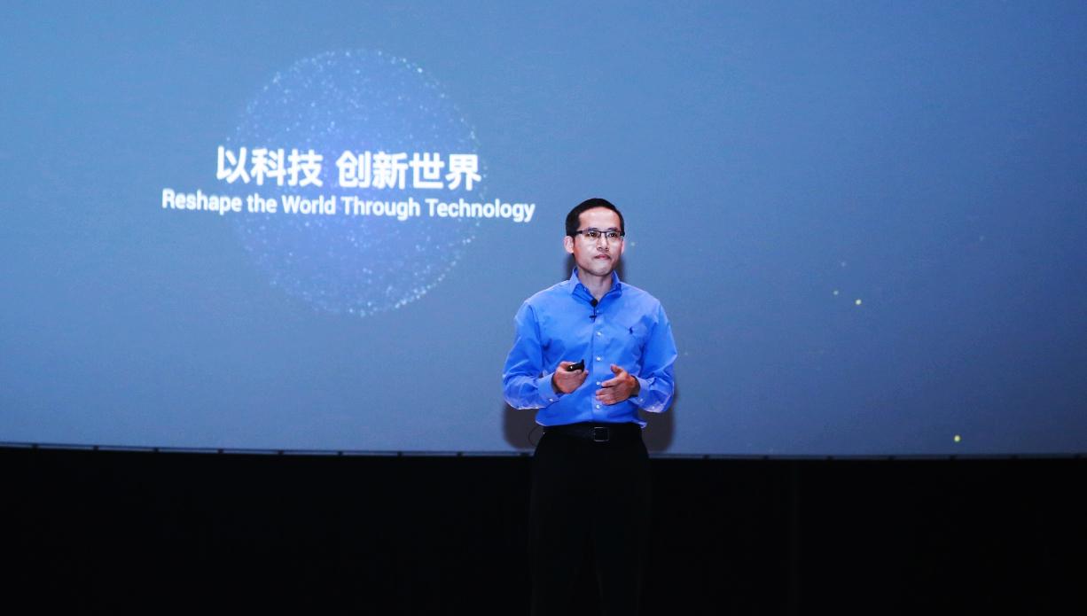 C:\Users\litianyu.lty\Desktop\2018云栖大会上,达摩院院长张建锋宣布,达摩院已经开始研发超导量子芯片和量子计算系统.jpg