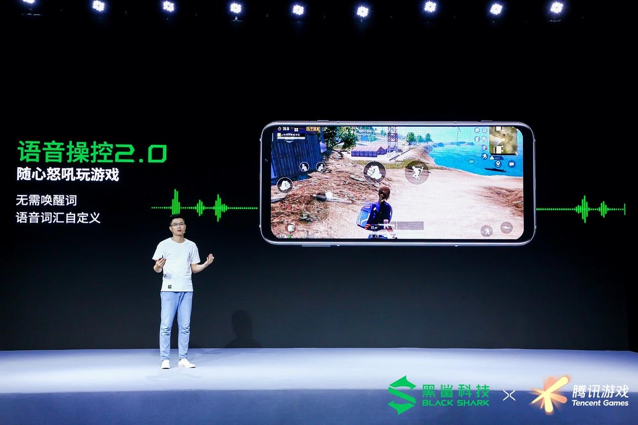 图片包含 室内, 男人, 屏幕, 电脑描述已自动生成