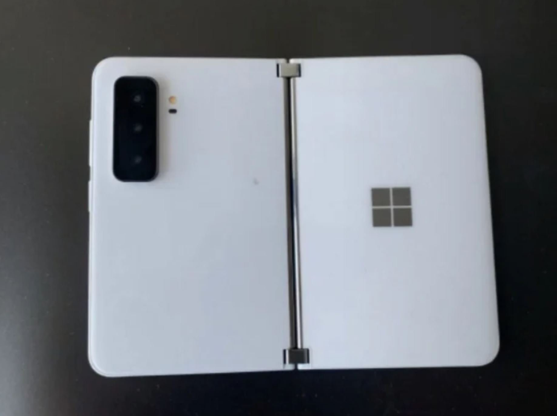 Surface Duo 2渲染设计:摄像头突出了 黑白两种颜色